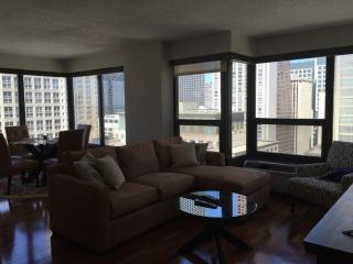FULLY FURNISHED AND COZY 2 BEDROOM, 1 BATHROOM UNIT, Chicago