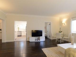 Well-appointed 2 Bedroom 1 Bathroom Apartment in Beverly Hills
