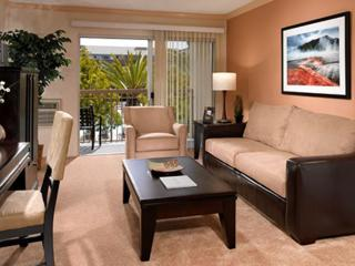 Beautiful and Fully Furnished 2 Bedroom Apartment in the Luxurious Waterside Town of Marina Del Ray, Marina del Rey
