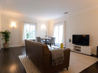 Amazing 1.5 Bedroom 1 Bathroom Apartment in Beverly Hills - Impressive Den
