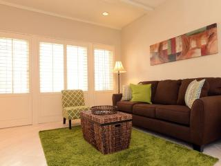 Tastefully Decorated 1 Bedroom 1 Bathroom Aparment in Beverly Hills