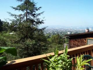 CHARMING, LUXURIOUS AND SPACIOUS 3 BEDROOM, 2.5 BATHROOM UNIT, Berkeley