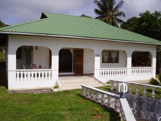 PRASLIN BAIE STE ANNE ampia casa vacanza fronte mare