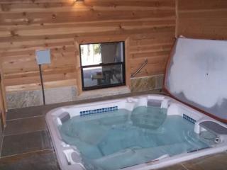 ELEGANT AND SPACIOUS 5 BEDROOM, 2.5 BATHROOM TAHOE DONNER HOME, Truckee