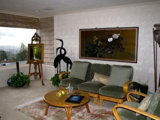 Furnished 3-Bedroom Home at Asilomar Dr & Tampa Ave Oakland