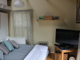 Furnished Studio Cottage at Grove St & 2nd Ave Half Moon Bay
