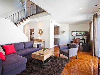 Gorgeous 2 Bedroom 2.5 Bathroom Townhome by Pico & Robertson, Los Ángeles
