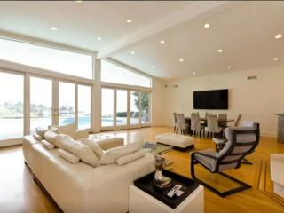 HIGH-CLASS AND VIBRANT FURNISHED 5  BEDROOM 5 BATHROOM APARTMENT, Beverly Hills