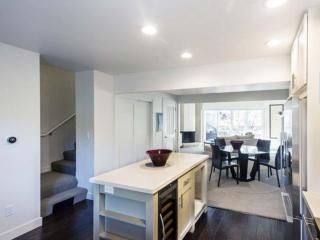 VIBRANT AND ELEGANT FURNISHED 2 BEDROOM 1 BATHROOM APARTMENT, Tiburon