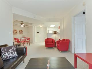 APPEALING FURNISHED 2 BEDROOM 1.5 BATHROOM CONDOMINIUM, Arlington