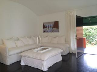 2 Bdrm, 2 Bath with Powder Room and Secluded Private Garden! Newly Remodeled, Los Angeles