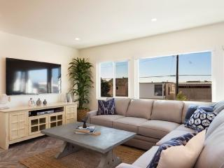 Sun-Filled and Totally Remodeled 2 Bedroom Apartment - Hermosa Beach