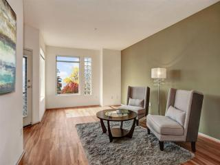 BEAUTIFULLY FURNISHED 1 BEDROOM, 1 BATHROOM APARTMENT, Kirkland