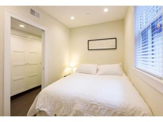 REMARKABLY FURNISHED, CLEAN AND COZY 2 BEDROOM, 2.5 BATHROOM APARTMENT, Boston