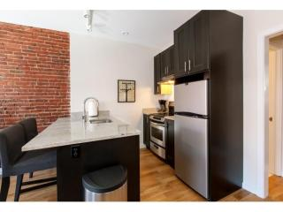 CLEAN AND WELL-APPOINTED 1 BEDROOM, 1 BATHROOM APARTMENT, Boston