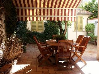 Confortevole appartamento con giardino privato, Viareggio
