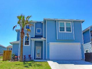 4/4.5 Upscale home! Private Pool! Short drive to the beach!