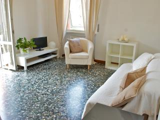 Large, bright apartment in the center of Garda