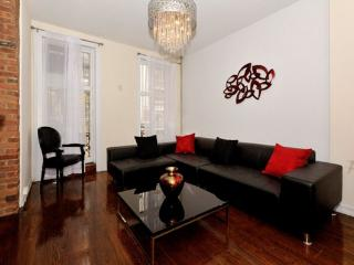 Grand 4BR/3BA Triplex with Outdoor Space- Gramercy (100% Legal)