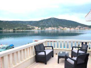 Apartment Kupinica - few steps from sea, Vinisce