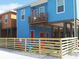 """Ocean's 11"" Newly Built Stilt home Lots of extras, Port Aransas"