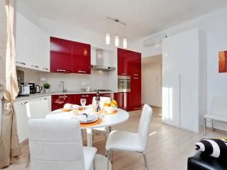 Rome Vacation Rentals Tasso Cheap 1BR/2BATHS WIFI