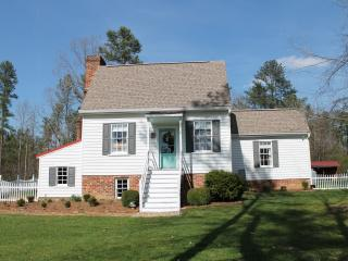 Cedar Grove Cottage- Authentic 18th C. Colonial
