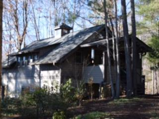 Cozy Cottage Hide-Away, quiet, serene, minutes to Asheville with all 5 * reviews