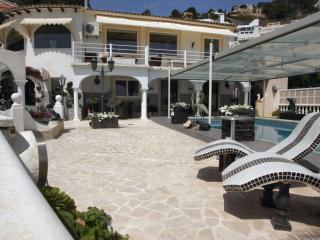 Top villa with 2 apartments + heated pool, Calpe