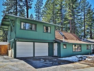 Rustic & Relaxing 3BR South Lake Tahoe Home in a Quiet Neighborhood w/Wifi, Private Backyard & Grill - Short Distance to Popular Beaches, Golf, Casinos & Major Ski Resorts!