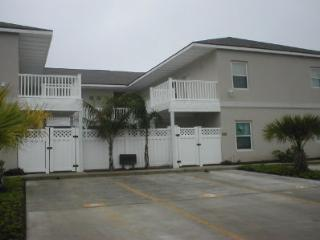 Los Cabos Mid Island condo 2-3 MINUTE WALK BEACH, Port Isabel