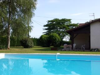Delightful secluded House with large Pool, Le Fleix
