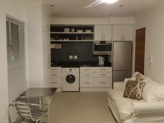 Modern and secure self catering Apartment, Bantry Bay