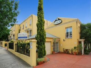 Moonee Valley Views 3 Bedroom Townhouse