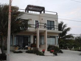 Beautiful  Family 3 Bedroom with pool, Isla Mujeres