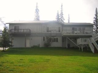 Hillside Home with Mountain Views and Wildlife, Anchorage