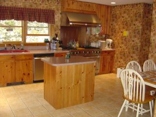 JULY 9 TO 15 OPEN!  Family/pet friendly sleeps 7-11, 5 min. from ANP!!