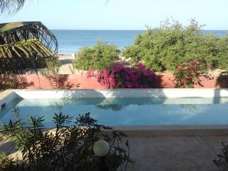 maison sur la  plage avec piscine