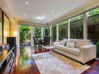 Exec Style BIG! 3 BR HOUSE+WIFI, Melbourne