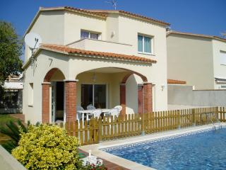 Costabravaforrent Can Ricardell, up to 8 with pool, L'Escala