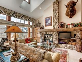 Rustic 3BR + Den Meadows Townhouse In Beaver Creek Village, 180 Yards To Ski Access