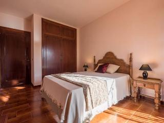 Habitación doble con baño compartido, wifi, aparcamiento y desayuno., Mijas