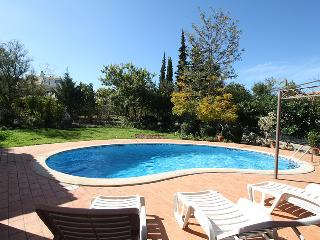 Villa with private pool and garden near the beach, Carvoeiro