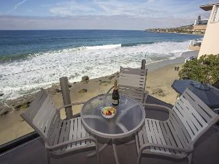 On the waters edge- 2 bdrm, best location, luxury., Laguna Beach