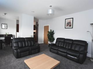 Modern 2 Bed Sleeps Up to 6 Glasgow Wi-Fi Parking