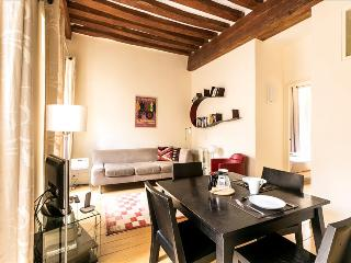 Sunny&renovated 2bdr in Marais
