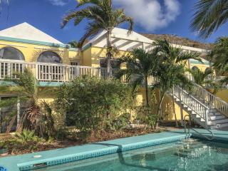 Apartment with ocean views and pool at The Palms, Christiansted