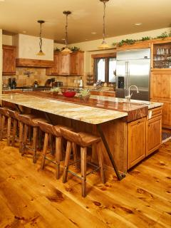 Kitchen with 6 counter stools