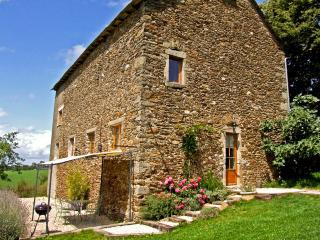 Luxury Converted Barn with Stunning Views, Rieupeyroux