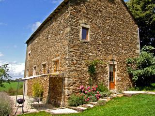 Luxury Converted Barn with Stunning Views, Rieupeyroux